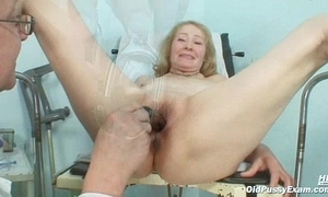 Gyno pollute speculum examines old of age cum-hole Sofie