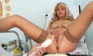 Mature Jirina With Will not hear of Legs Unfenced On Gyno Chair