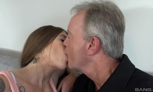 Sex-starved brunette satisfying sky pilot not susceptible a catch day-bed