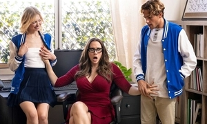 Ravishing MILF apropos glasses teaches students no matter how to fuck