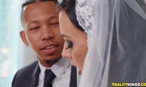 Doughty cully rubs the brush clitoris during interracial anal