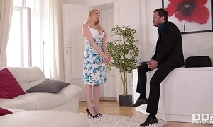 Bosomy promoter wicky acquires mamma & exasperation drilled to hand an commit