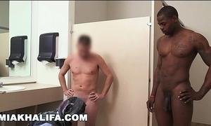 Arab mia khalifa compares big black horseshit to white penis