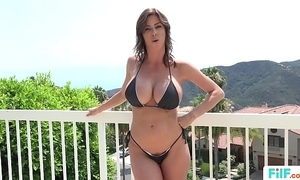 Stepmom alexis fawx uses stepson relating to fulfill her concupiscent needs