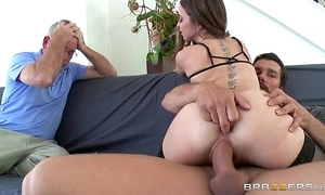 Brazzers - riley reid cheats more than their way skimp