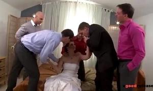 Fresh marveloos link up blows all her groomsmen