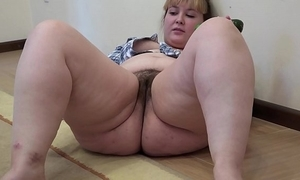 A chunky sweeping with a hairy cum-hole masturbates with a cucumber
