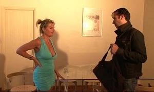 Bourgeoise se fais enculer sur lady canapé lors d'un entretien d'embauche