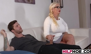Stepdaughters boyfriend tempted hard by mom