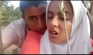 Arabi jilbab tudung di hutan