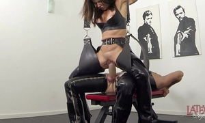 Extreme squirting with an increment of pissing round latex
